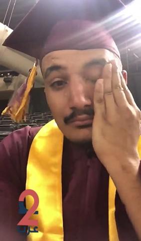 بالفيديو.. مبتعث سعودي يبكي فرحاً بحفل تخرجه في جامعة أريزونا بأمريكا