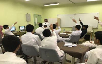 """تعليم الخرج  يدرب الطلاب على برمجة الروبوت بإستخدام برنامج """"الروبومايند"""""""