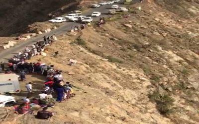 وفاة طالب وشقيقتيه الطالبتين إثر سقوط سيارتهم من الجبل الأسود