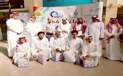 """القحطاني  يكرم المدارس الفائزة في مسابقة """"فيزيائيو جدة"""""""