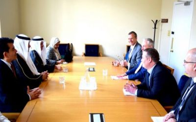 """""""العيسى"""" يبحث زيادة عدد المقاعد المخصصة للمبتعثين السعوديين في إيرلندا"""